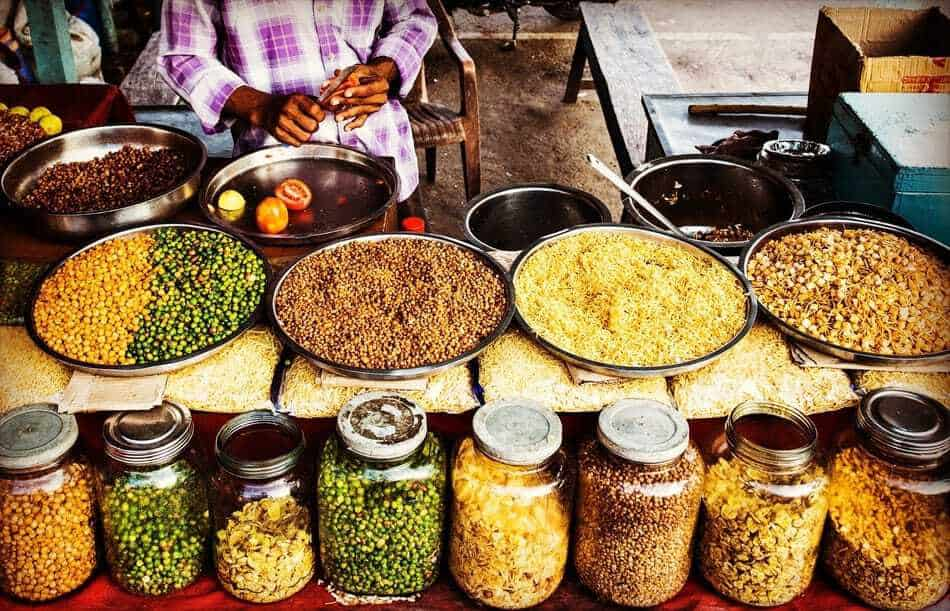 Spicy Food Markets in India. Do's and Don'ts
