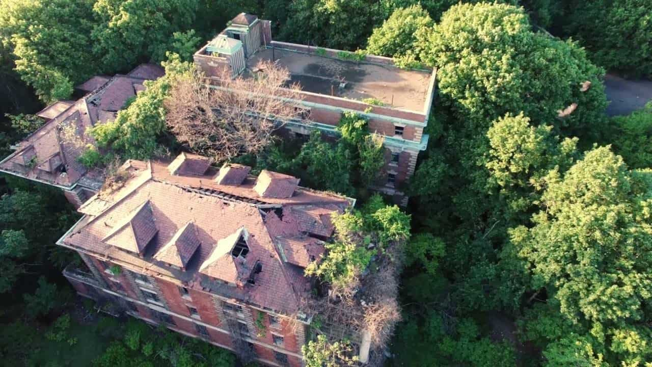 North Brother Island and the abandoned Riverside hospital. Secret Places