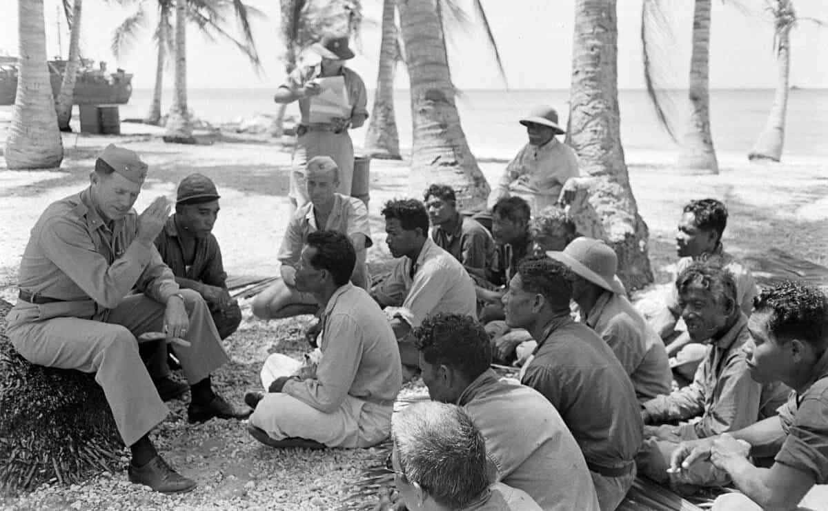 U.S. Commodore addresses inhabitants of Bikini Atoll, secret places, hidden places