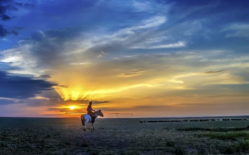best time to go horse riding in Mongolia
