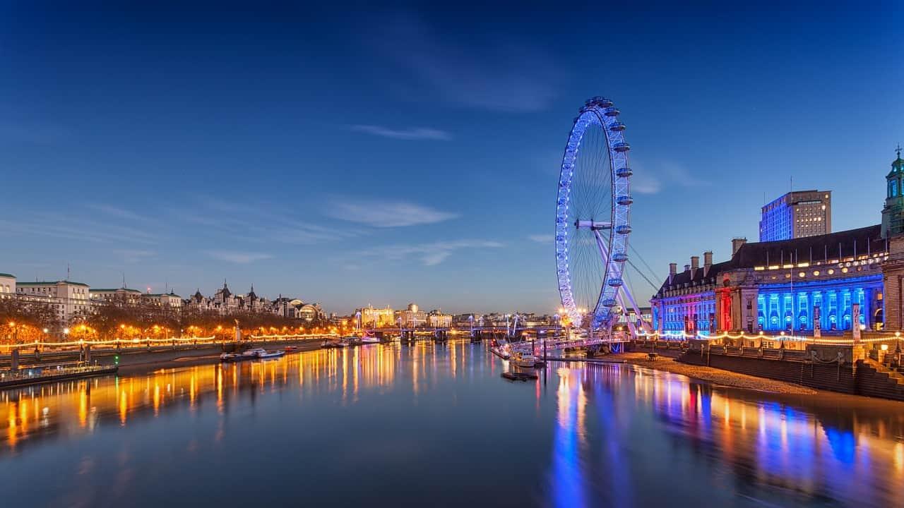London eye - 2000 worlds tallest Ferris wheel