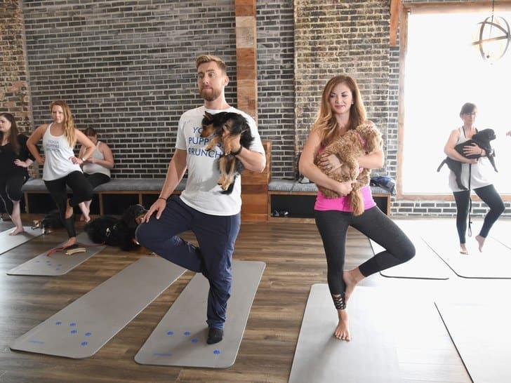 Dog-Yoga-Woofstock