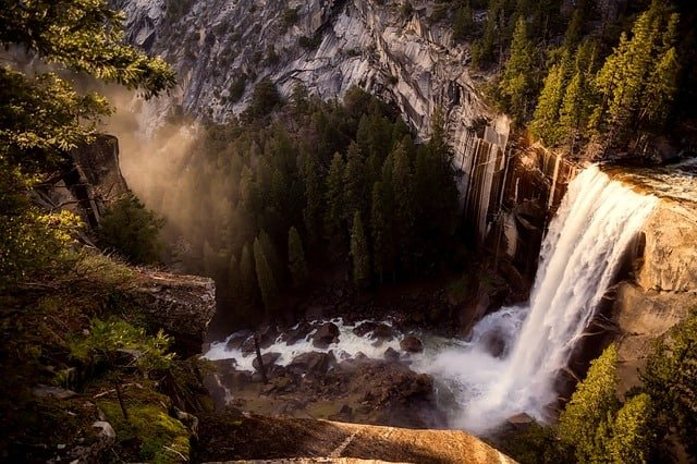 Yosemite-National-Park-Waterfall