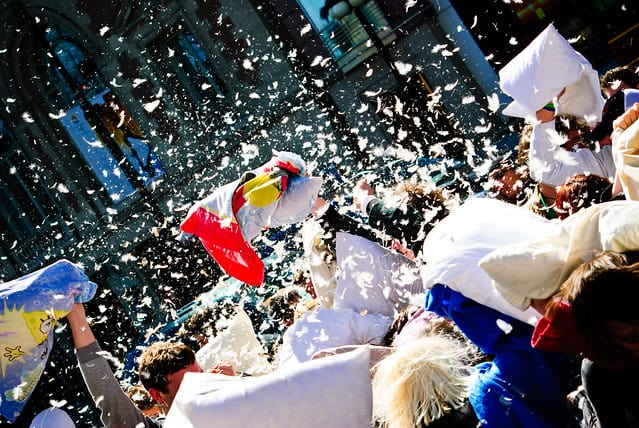 Chicago-Pillow-Fight-annual