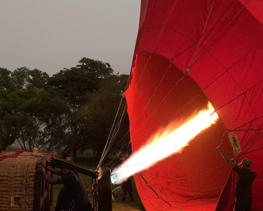 Hot-Air-Balloon-Rides-Sunrise-tour-Sri-Lanka-burner