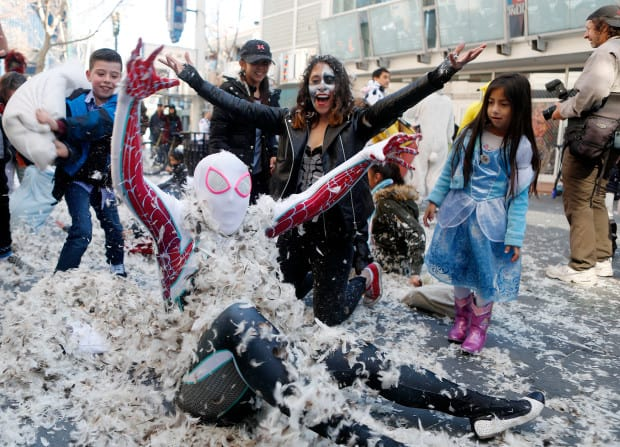 Pillow-Fight-Costumes-Flash-Mob
