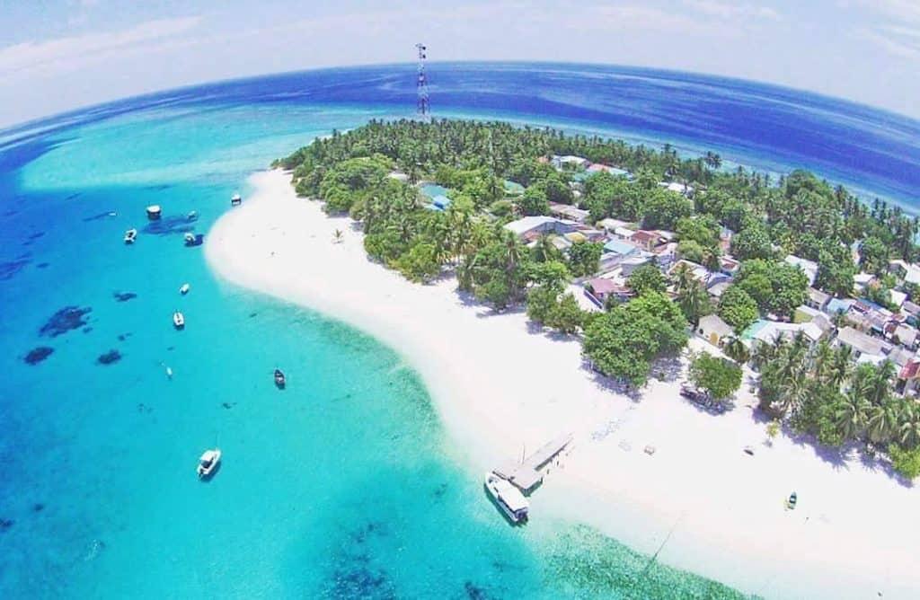 Fulidhoo-beach-Maldives