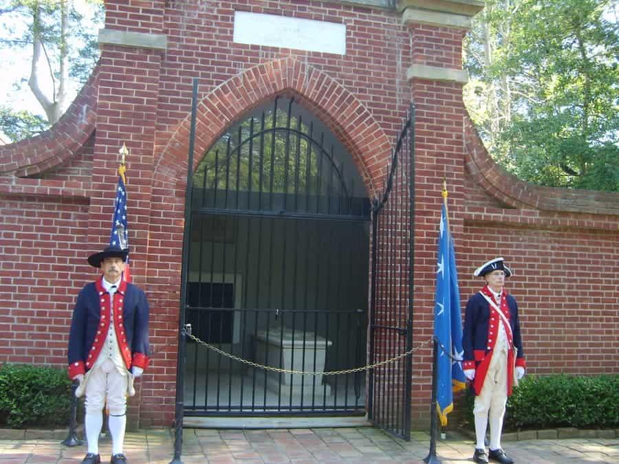 George Washington Gravesite:Memorial Tomb 1