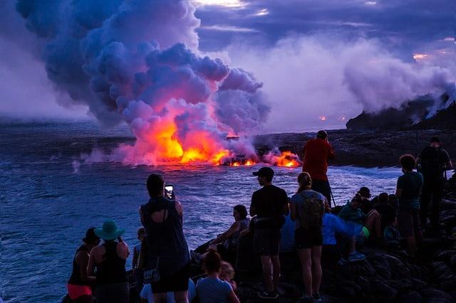 Hawaii-volcano-sea-lava-dangers-tips