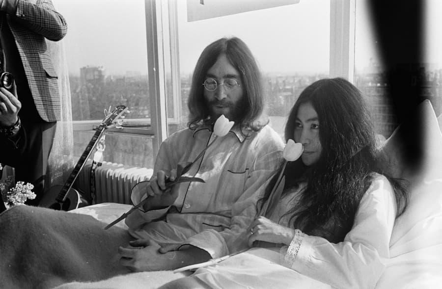 John lennon Yoko Ono grave memorial visit