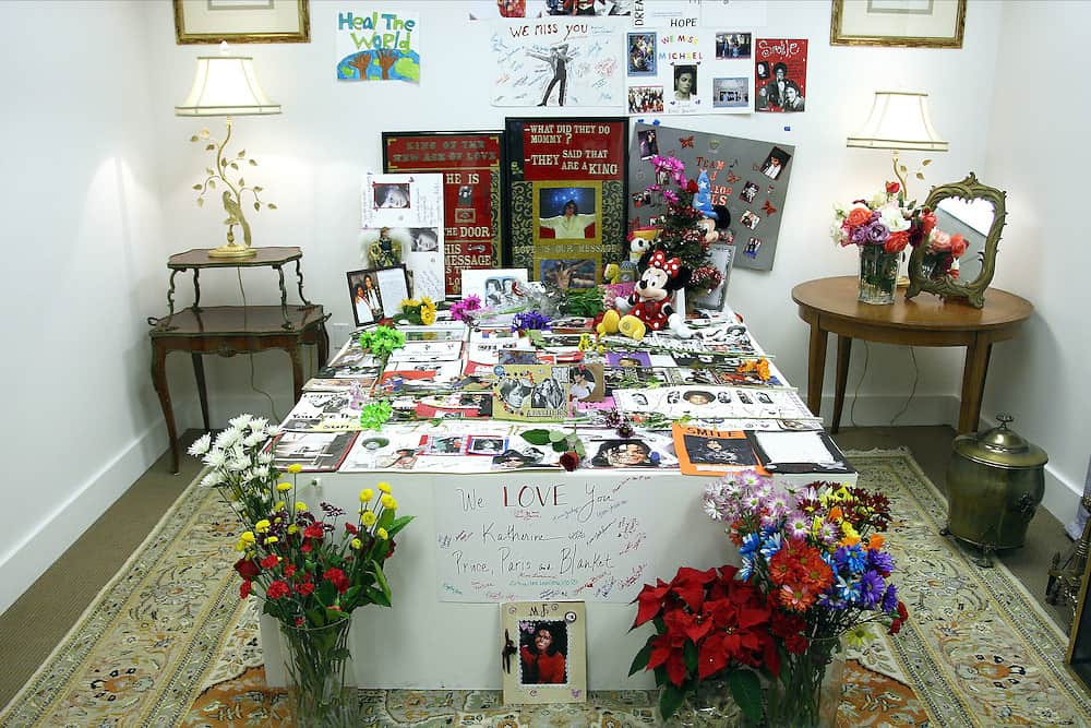 Michael Jacksons Beverley Hills Home Death bed flowers auction