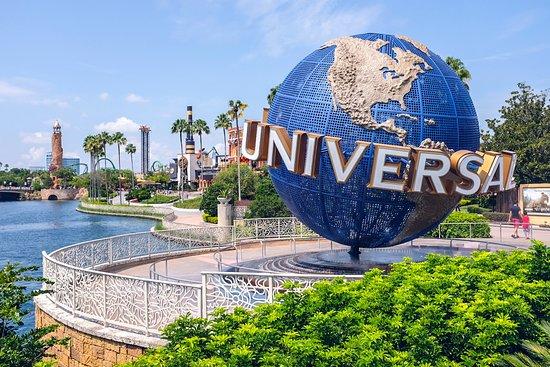 universal-studios-entrance