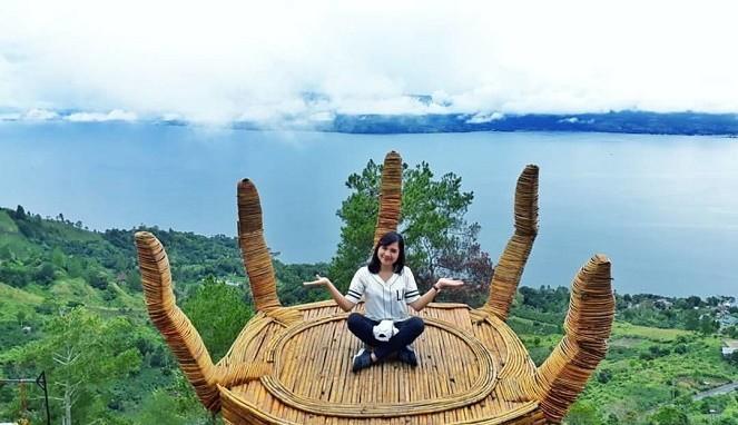 Bukit-Indah-Simarjarunjung-Lokasi-Wisata-Selfie-Hits-di-Sumut-cover