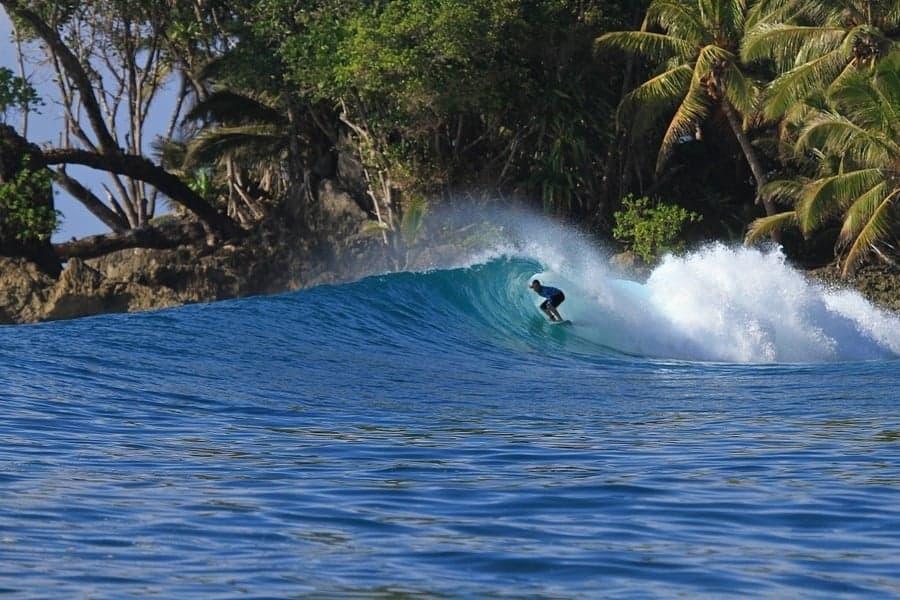 menatwaai islands surfing guide