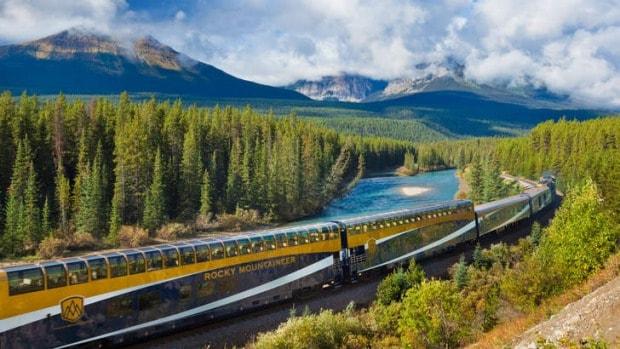 Maple leaf express train usa niagara falls